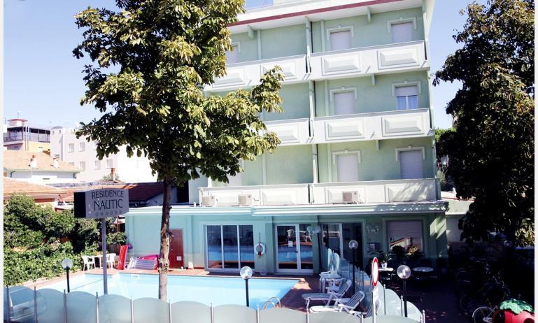 residence NAUTIC: esterno con piscina