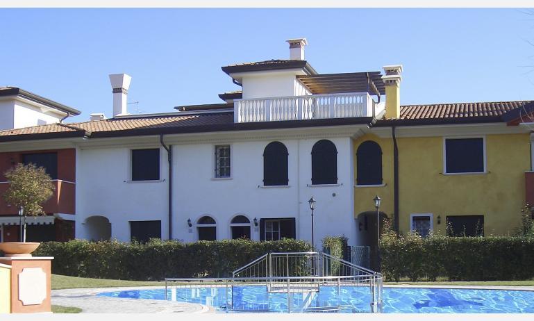 residence ACERI ROSSI: esterno con piscina