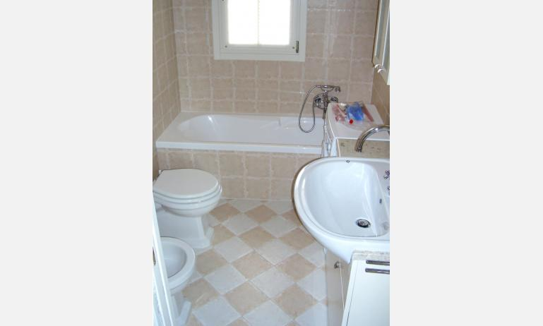 residence ACERI ROSSI: bagno (esempio)