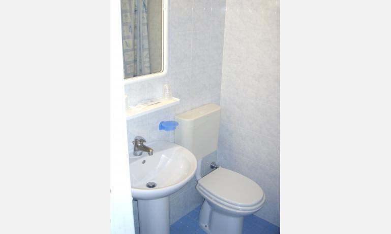 hotel TORINO: bagno (esempio)