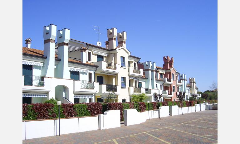residence LE BRICCOLE: vista esterna del residence