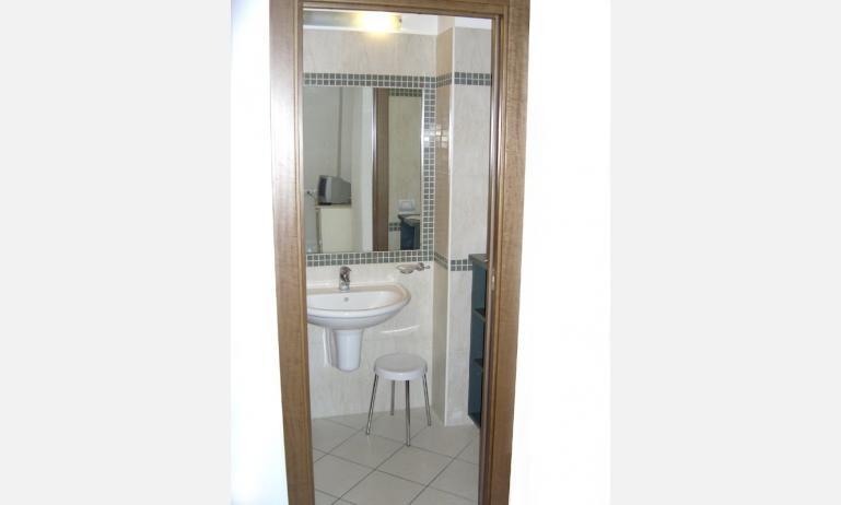 residence TULIPANO: bagno (esempio)