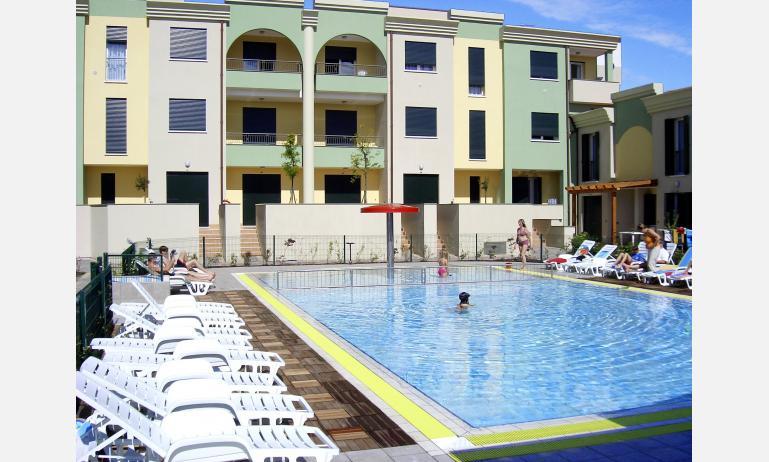 residence ALLE FARNIE: esterno con piscina