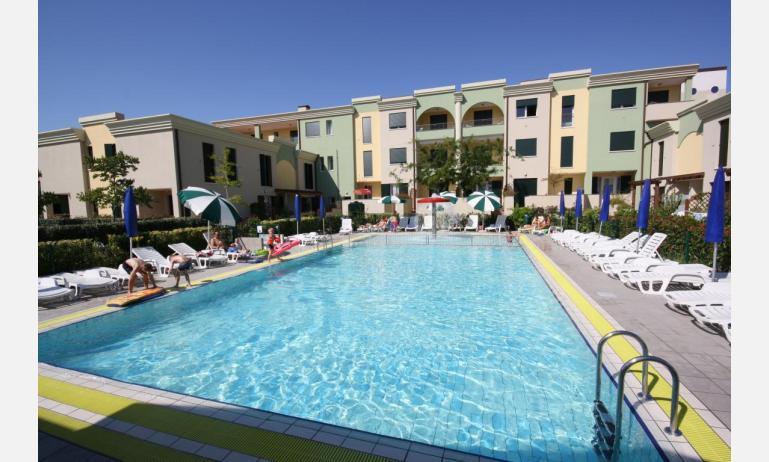 residence ALLE FARNIE: piscina