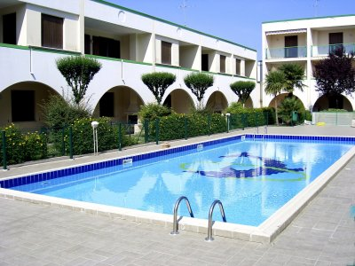 esterno con piscina