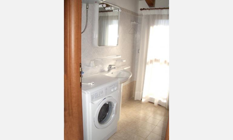 residence MEDITERRANEO: bagno (esempio)