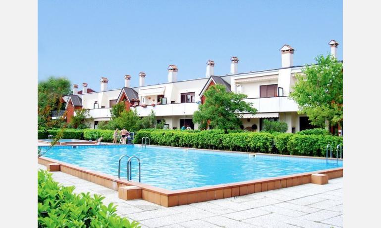 residence NUOVO SILE: esterno con piscina