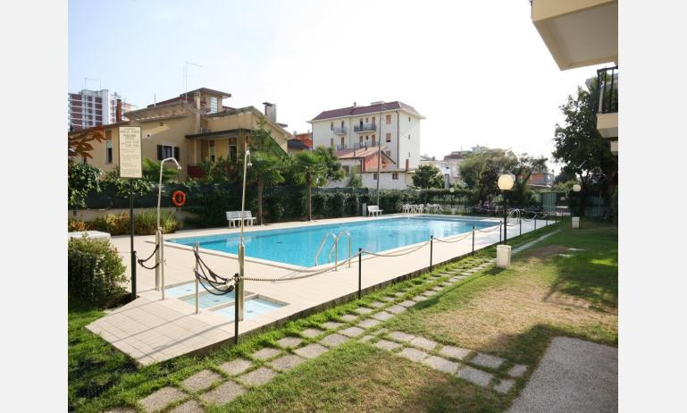 residence RUBINO: esterno con piscina