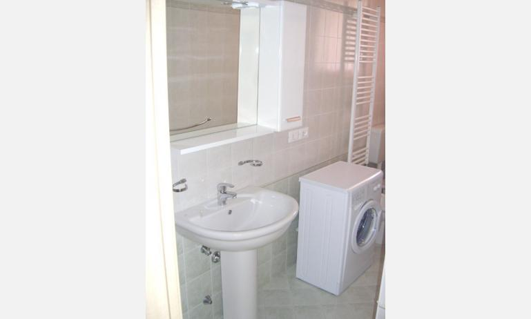 residence LE GINESTRE: bagno (esempio)