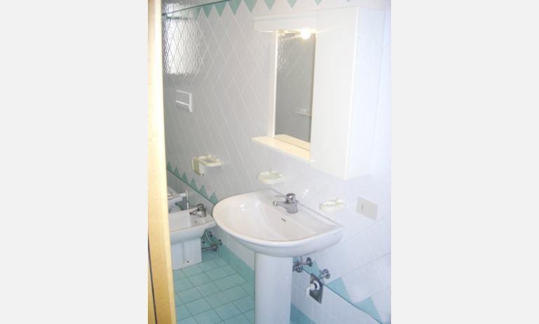 residence PORTO SOLE: bagno (esempio)