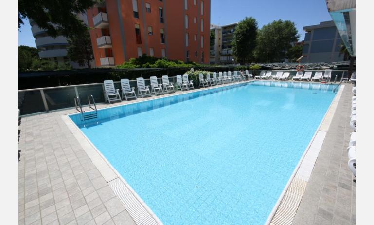 residence KATJA: piscina