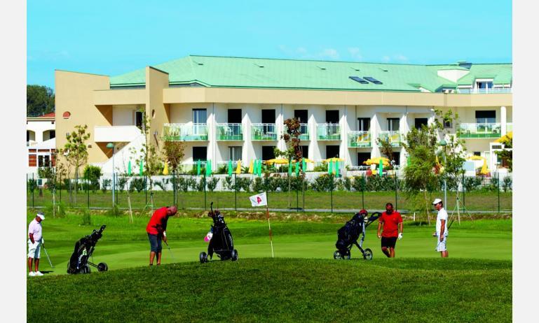 hotel MAREGOLF: vista sul campo da golf