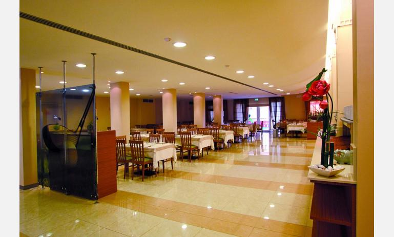 hotel MAREGOLF: sala ristorante