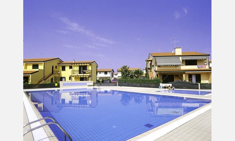 residence CRISTINA: esterno con piscina