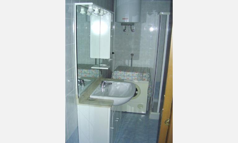 residence CRISTINA: bagno (esempio)