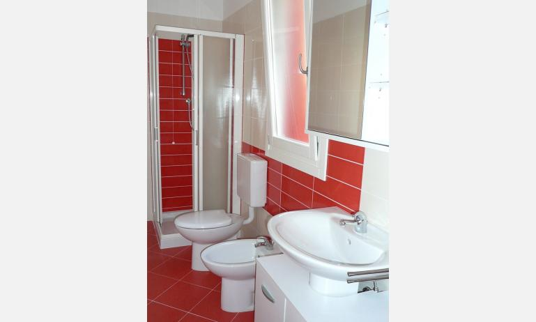 appartamenti AL MARE: bagno (esempio)