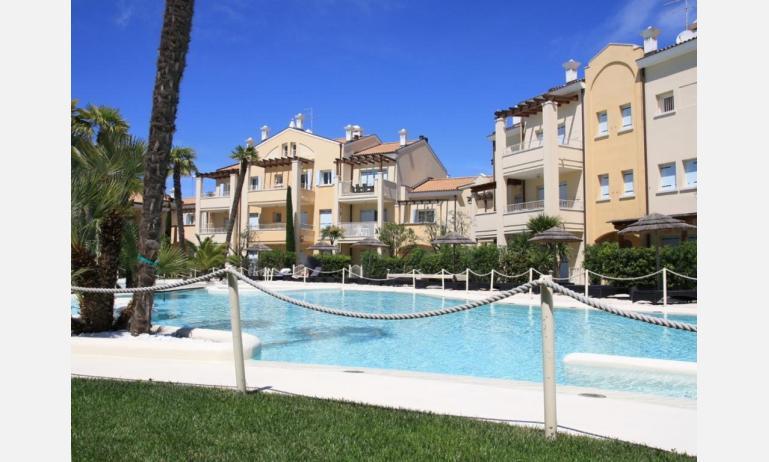 residence MEDITERRANEE: esterno con piscina