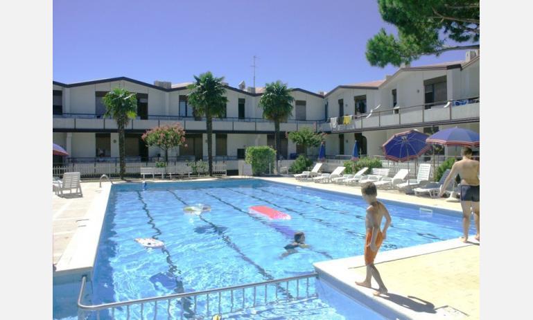 villaggio LIDO: esterno con piscina