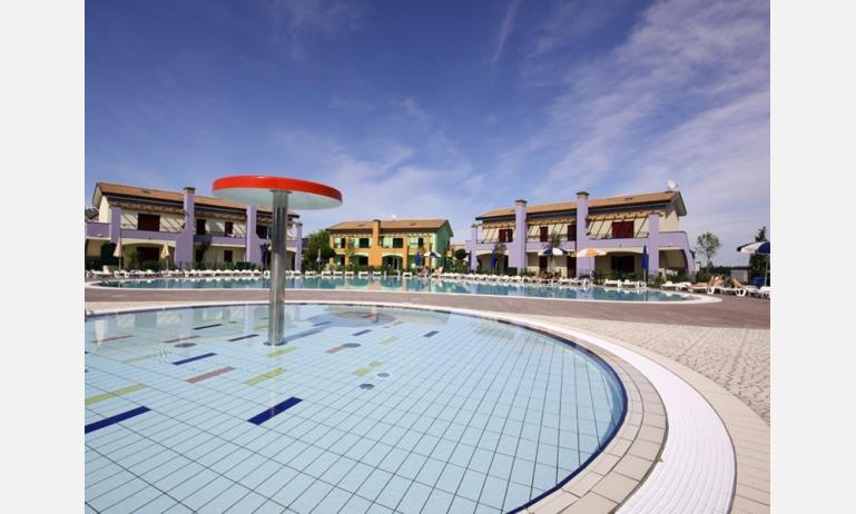 residence LE GINESTRE: children pool