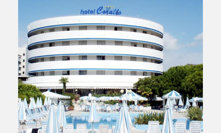 hotel CORALLO: external view with pool