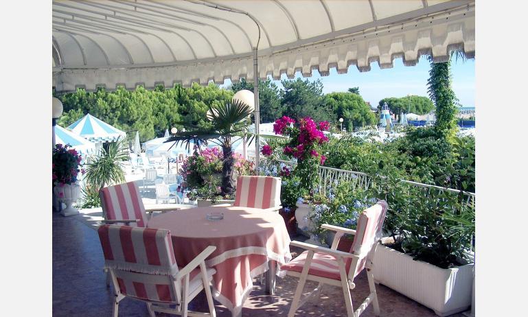 Hotel CORALLO: Terrasse