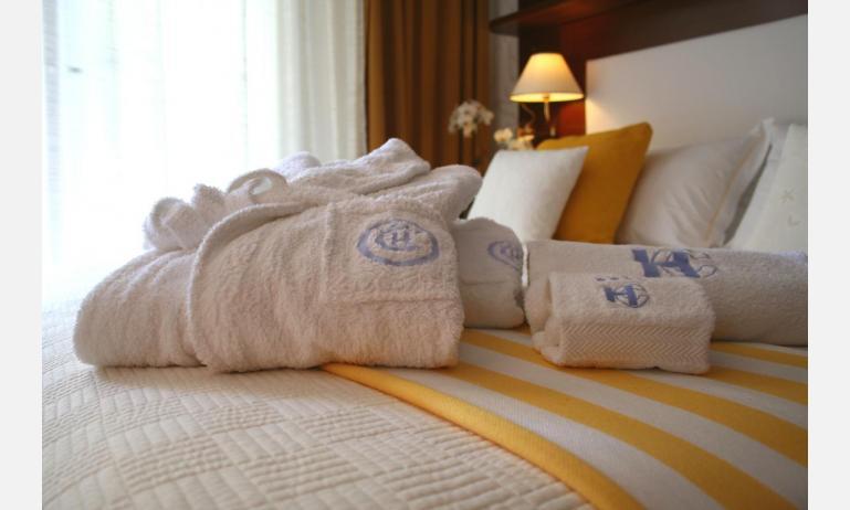 Hotel CORALLO: Schlafzimmer (Beispiel)