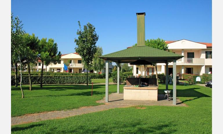 residence GIARDINI DI ALTEA: fire place (example)