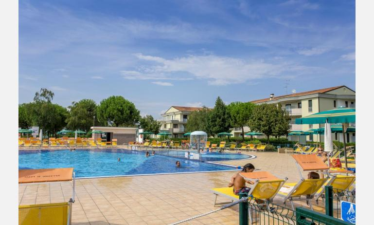residence GIARDINI DI ALTEA: external view with pool