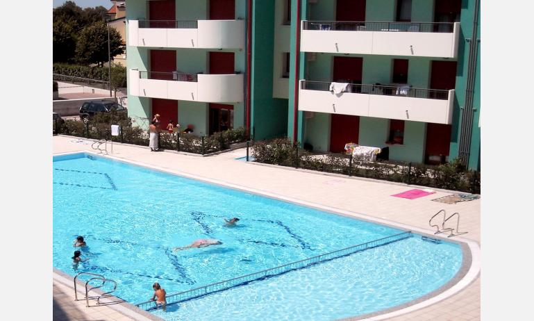 residence ROBERTA: piscina