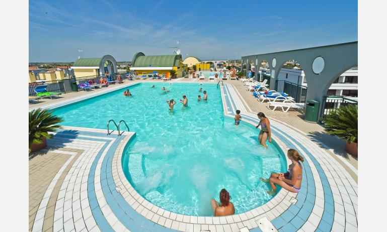 residence CRISTOFORO COLOMBO: piscina con idromassaggio