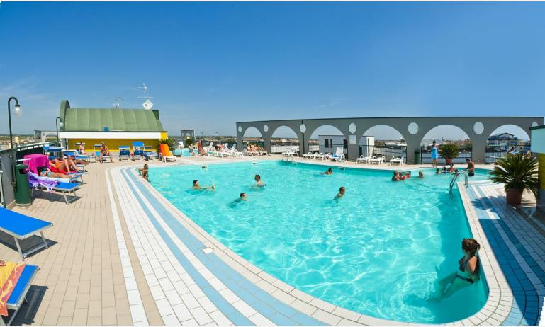 residence CRISTOFORO COLOMBO: piscina