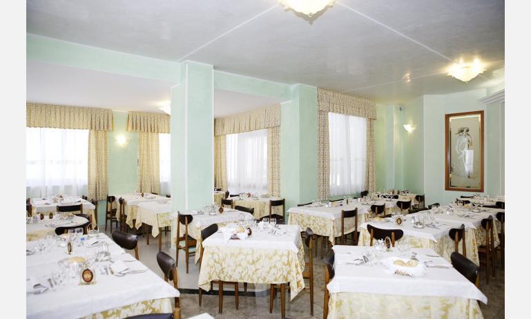 hotel GRAN VENERE BEACH: restaurant