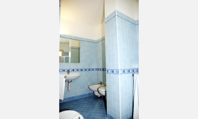 hotel GRAN VENERE BEACH: bathroom (example)