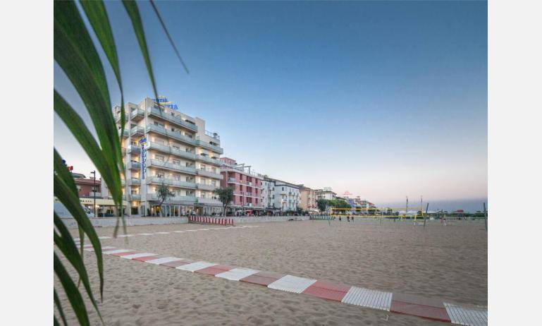 hotel KARINZIA: esterno dalla spiaggia