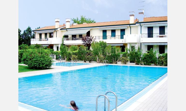 residence LE CONCHIGLIE: esterno con piscina