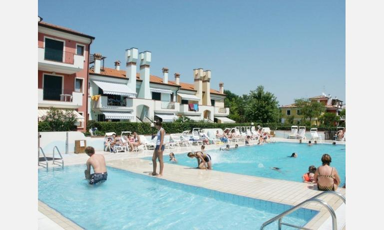 residence BRICCOLE 2: esterno con piscina