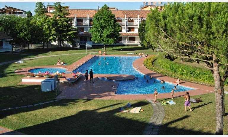residence SELENIS: esterno con piscina