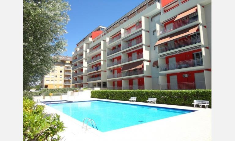 appartamenti ACAPULCO: esterno con piscina