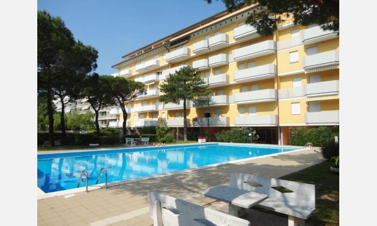 appartamenti AURORA: esterno con piscina