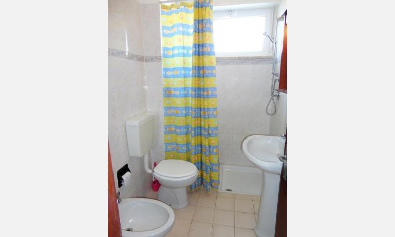 appartamenti MIRAMARE: bagno (esempio)