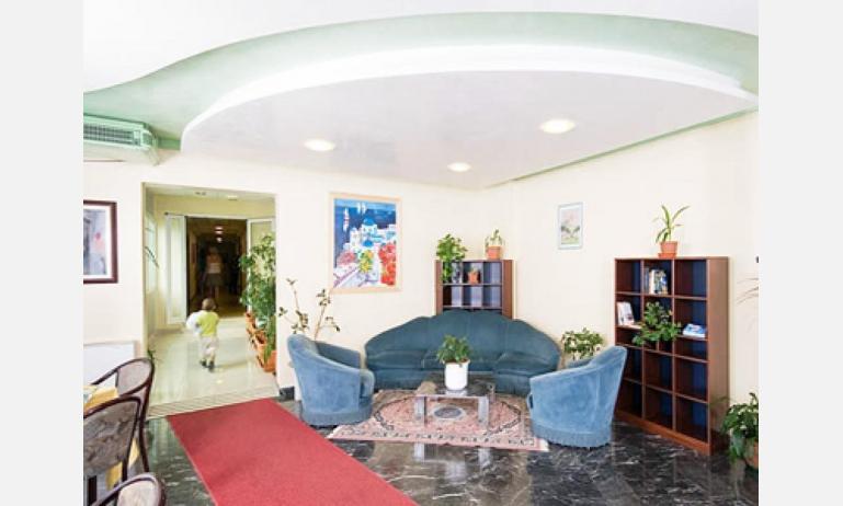 hotel GARDEN: hall