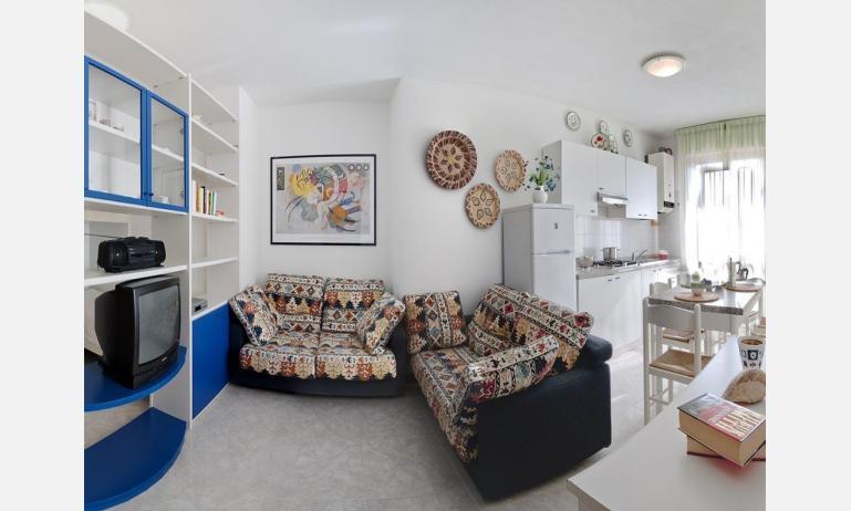 appartamenti DUCA DEGLI ABRUZZI: soggiorno (esempio)