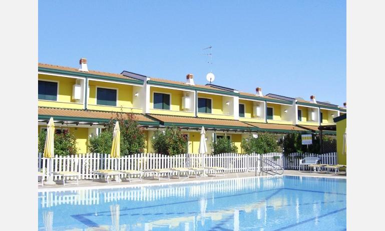 residence MARGHERITA: esterno con piscina
