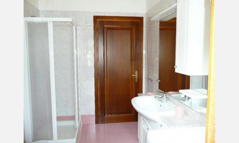 appartamenti RUBINO: bagno (esempio)