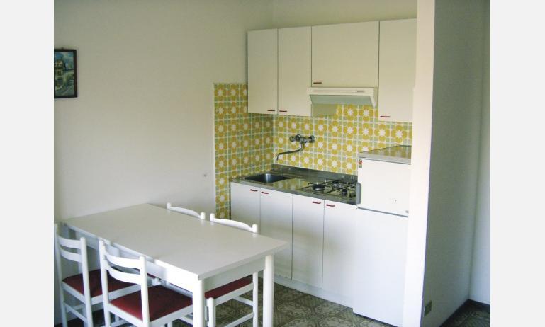 appartamenti ZENITH: angolo cottura non rinnovato (esempio)
