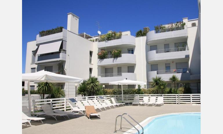 residence MARICEL: esterno con piscina