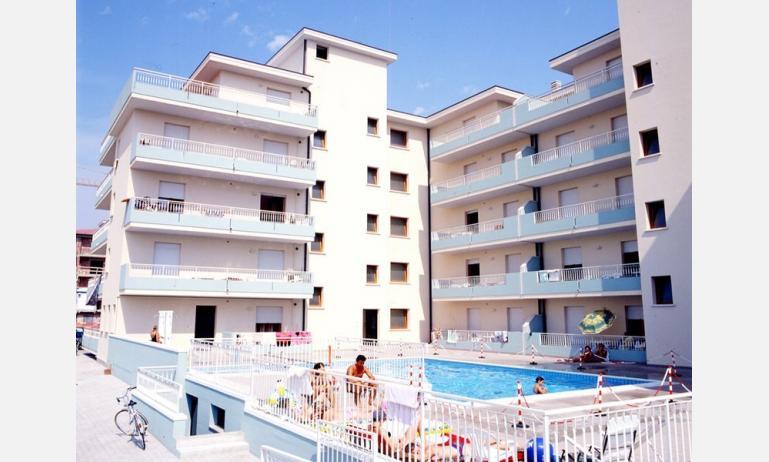residence LIVENZA: esterno con piscina