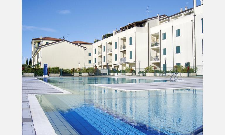 residence ALBATROS: esterno con piscina