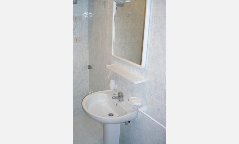residence ALBATROS: bagno (esempio)