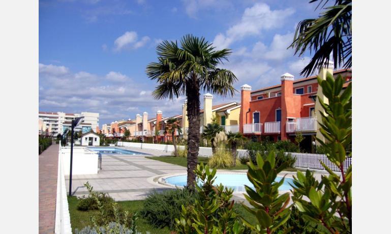 residence TULIPANI: esterno con piscina